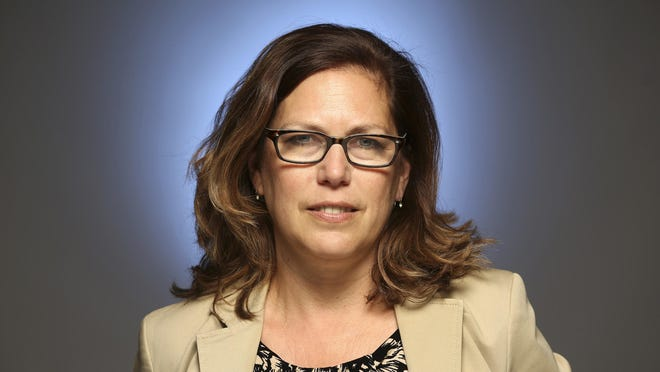 Mariel Garza, Columnist