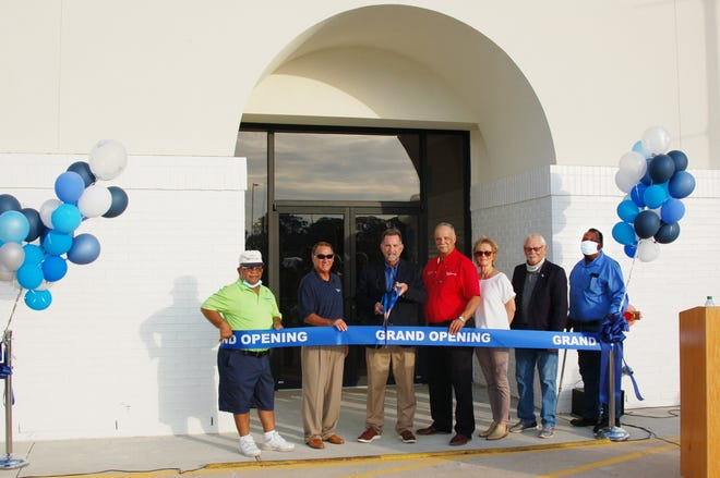 Mayor Ed Reeves, Jr. and the Plaquemine Board of Selectmen cut the ribbon on the new Community Center.