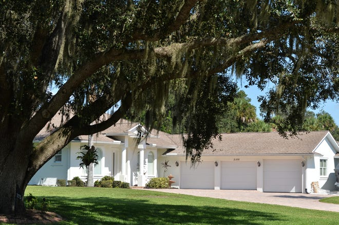 Sarasota Golf Club Colony is a neighborhood of single family homes, east of Interstate 75, between Bee Ridge Road and Palmer Boulevard.