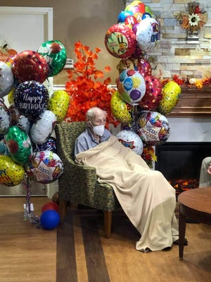 World War II veteran Ernest Lee woke up to a hospital room full of balloons for his 95th birthday.