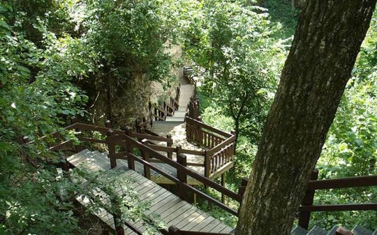 Visitors can access a portion of Grand Gulf via boardwalk stairs.