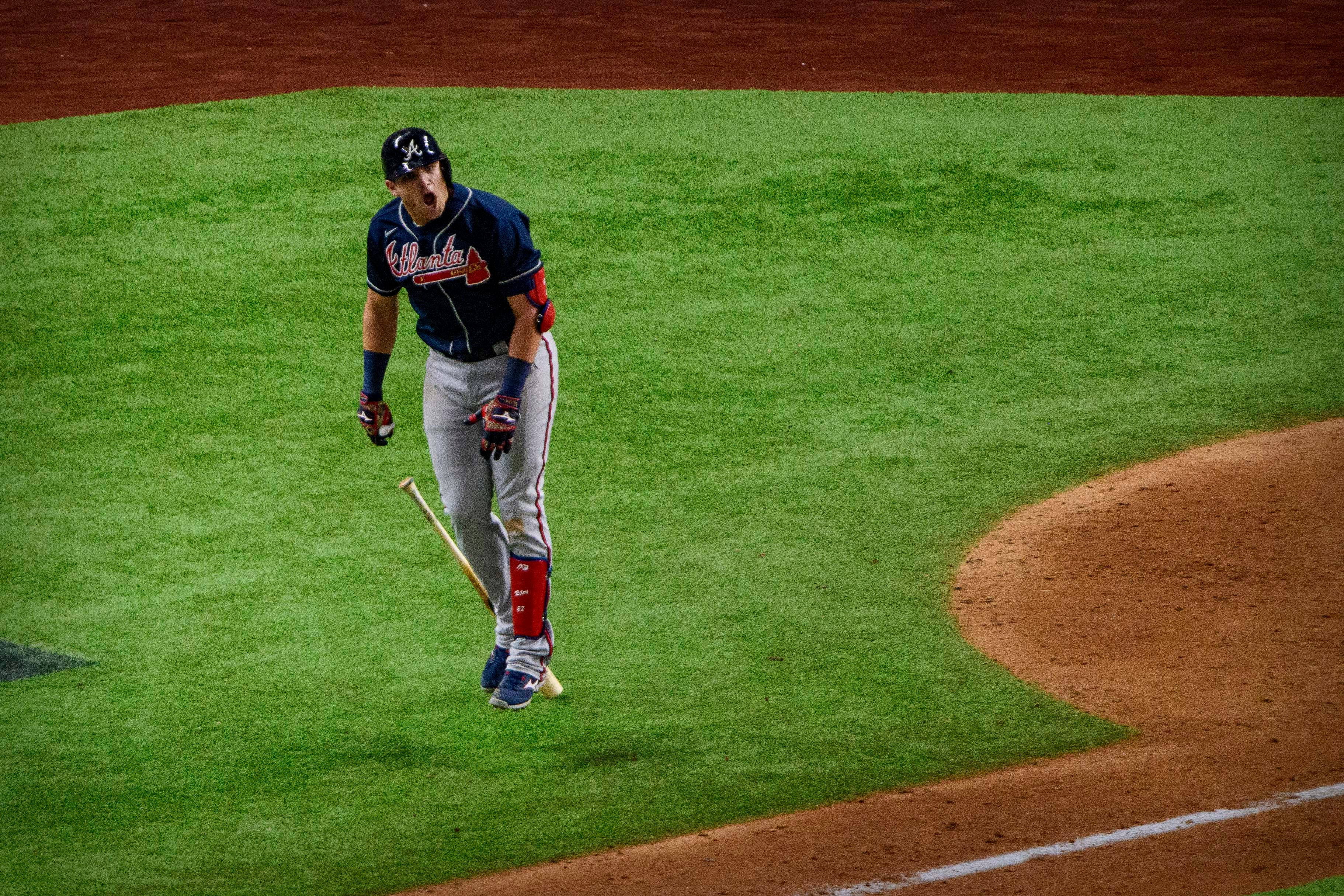 Braves break out with two homers in ninth inning, beat Dodgers 5-1 in Game 1 of NLCS