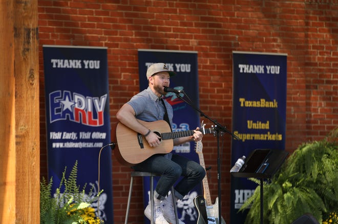 Taylor Castleberry, a 2013 HPU graduate, performs at the university's Fall Family Reunion.