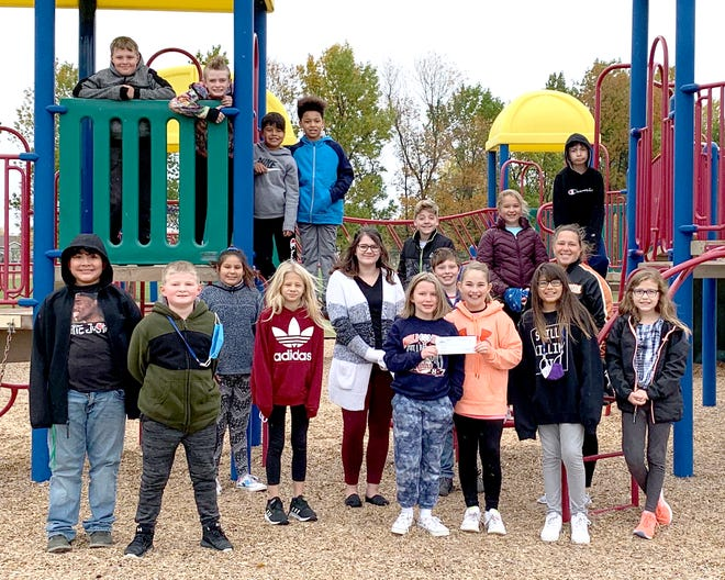 Erica Perry from Longtin Agency is pictured with Uttermark and her students at recess.