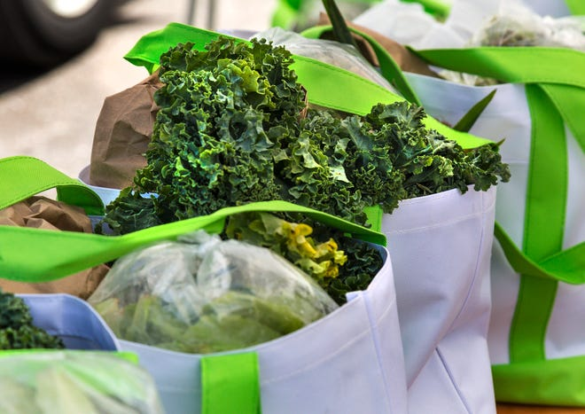 The school district will providea 10- to 12-pound box of fresh fruits and vegetables, while supplies last.