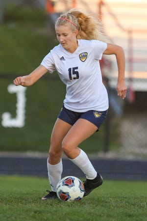 Streetsboro junior Emma Flick makes a quick move during Tuesday night's game against Field High School.