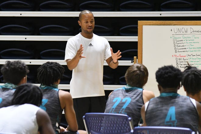 Men's Basketball Coach Takayo Siddle talks to his players during practice Wednesday Oct. 14, 2020 at UNCW's Track Coliseum. [KEN BLEVINS/STARNEWS]