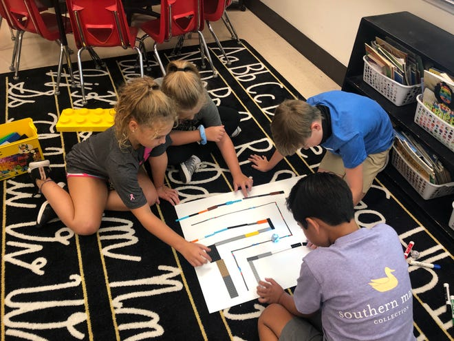 John S. Jones Elementary School students work collaboratively on a project. The school was named a U.S. Department of Education 2020 Blue Ribbon School based on school scores and innovative programs.