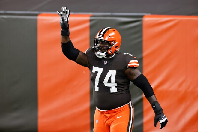 Browns offensive tackle Chris Hubbard takes the field Sept. 17 before playing the Cincinnati Bengals in Cleveland.