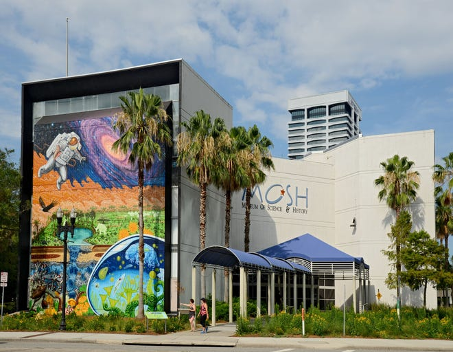 Jacksonville's Museum of Science and History is abandoning its expansion plans and instead announced it will build a new museum on the Shipyards property.