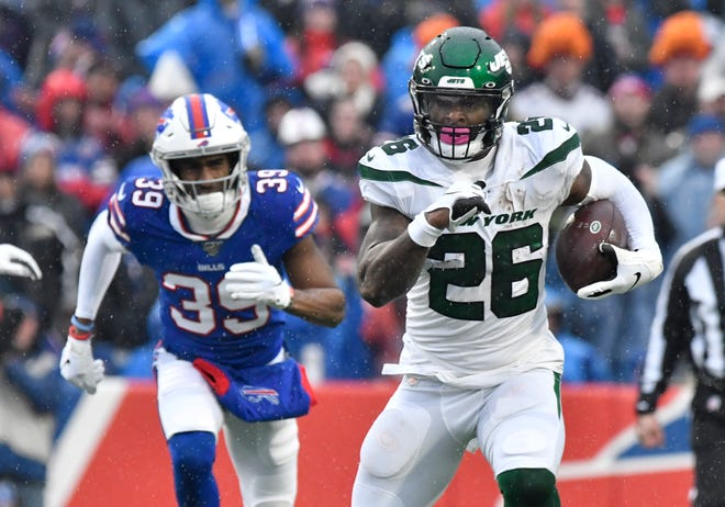 """Former New York Jets running back Le'Veon Bell (26) said he is eager to """"fit in"""" with the Kansas City Chiefs' explosive offense."""
