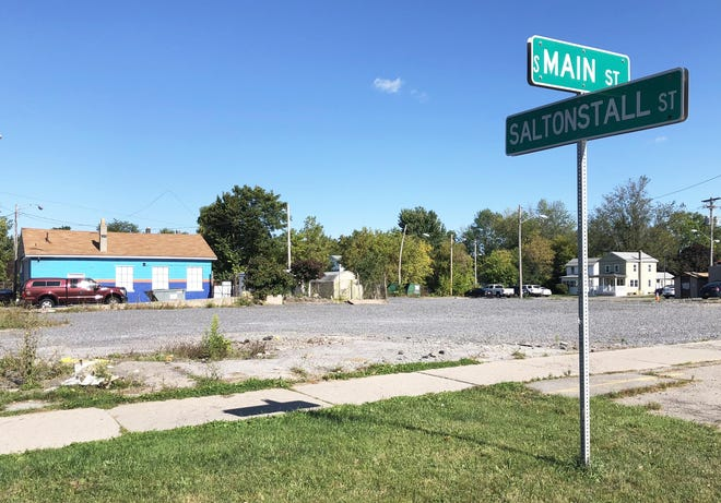 The city of Canandaigua is seeking new proposals to develop the vacant Tom's Mobil site at South Main and Saltonstall streets.