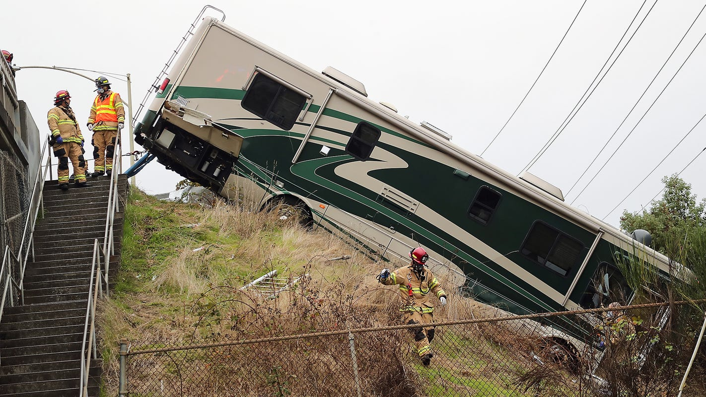 Coroner: man in Bremerton motorhome crash died of a heart condition