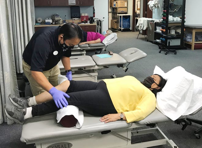 Ying Vue at the Team Rehabilitation Services Bloomfield Hills location treating a patient's knee.