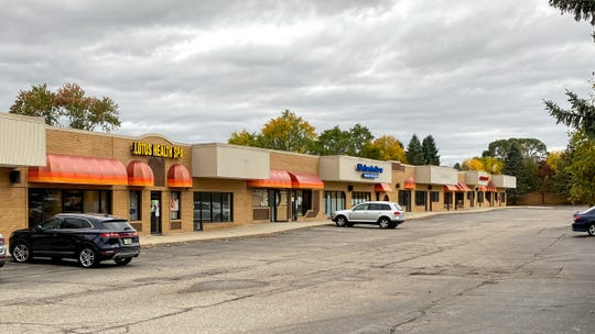 The Peachtree shopping center on the southwest corner of 10 Mile and Meadowbrook in Novi. A sushi restaurant plans to open in one of the vacant spaces.