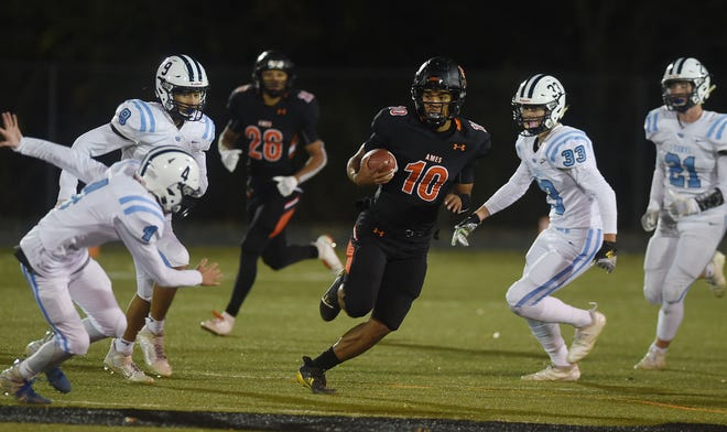 Ames junior quarterback Tamin Lipsey was named second-team all-state in Class 4A by the IPSWA in 2020.