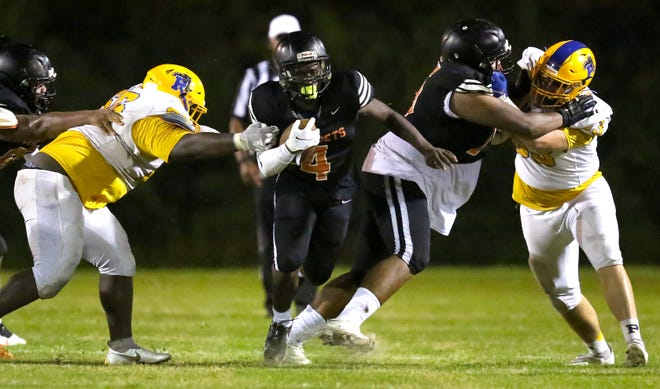 Hawthorne running back Dre Lawrence (4) breaks free for a long run against Palatka on Friday night in Hawthorne. The Hornets won 32-0.