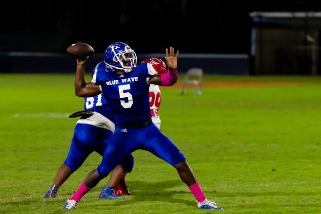 Aaron Small Jr. returns at quarterback to lead P.K. Yonge.