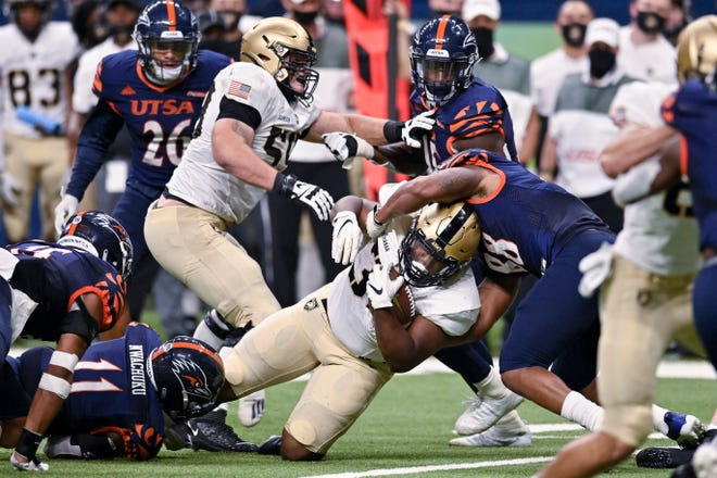 Jakobi Buchanan, center, was one of four different Army players to score touchdowns in a 28-16 win over UTSA. The Black Knights improved to 5-1 and earned their first road win of the season. DARREN ABATE/AP