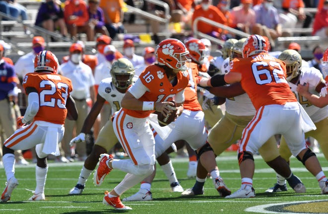 Clemson QB Trevor Lawrence makes quick work of Georgia Tech