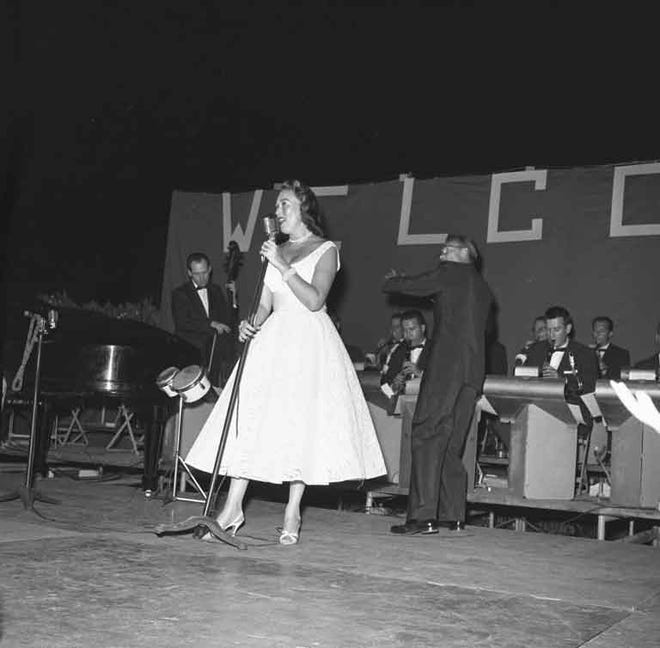 Ginny Simms performs at the 1957 Palm Springs Police Show.