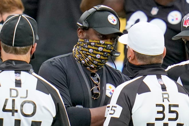 Pittsburgh Steelers head coach Mike Tomlin talks to officials in the second half of the Oct. 18 game against the Cleveland Browns.