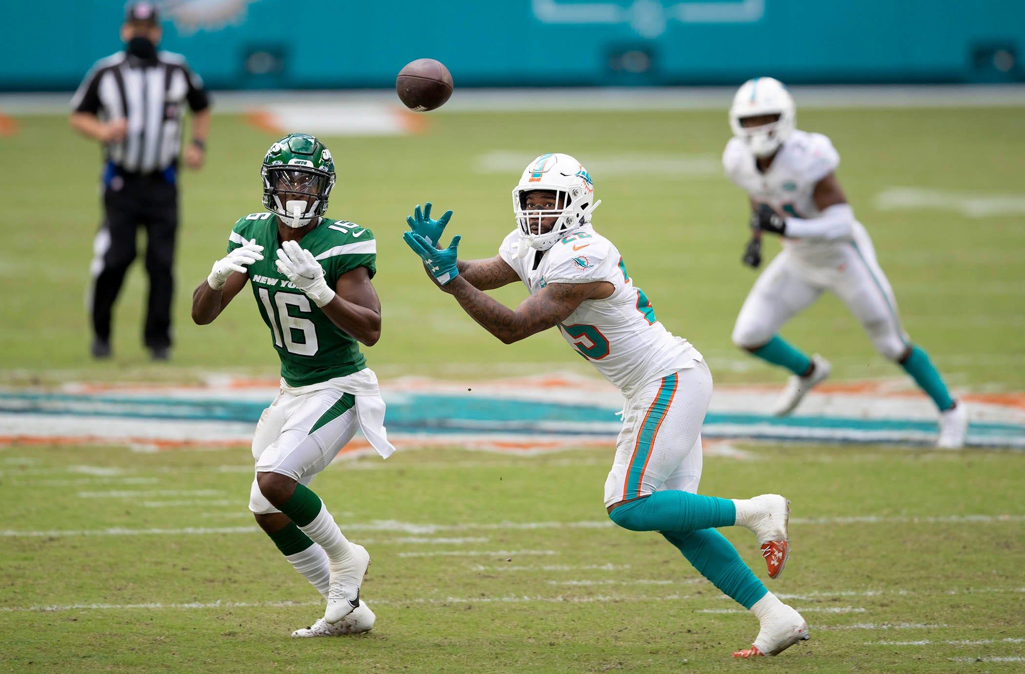 Miami Dolphins deny they're exploring trade of CB Xavien Howard