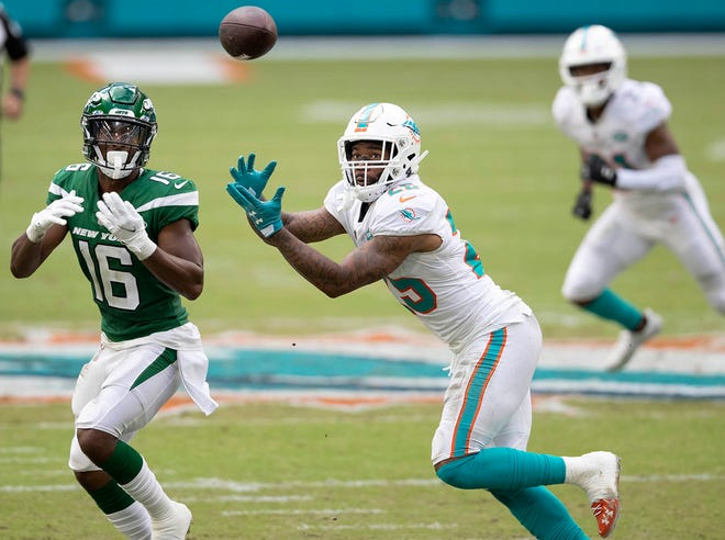 Miami Dolphins cornerback Xavien Howard (25) intercepts a pass intended for New York Jets wide receiver Jeff Smith (16) in the second quarter at Hard Rock Stadium in Miami Gardens, October 18, 2020.  [ALLEN EYESTONE/The Palm Beach Post]