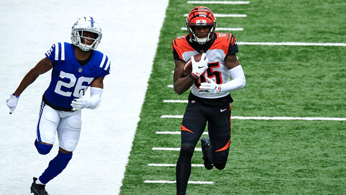 Bengals' rookies connect: Joe Burrow hits Tee Higgins for 67-yard pass