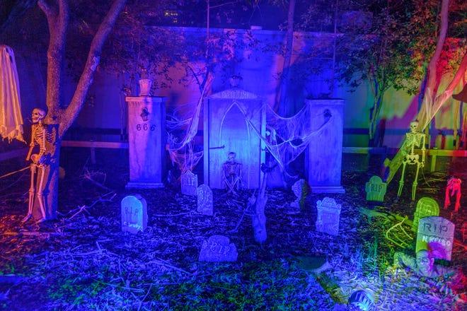Una vista de una atracción del cementerio en el zoológico de Memphis durante el evento Zoo Boo el sábado 17 de octubre de 2020.