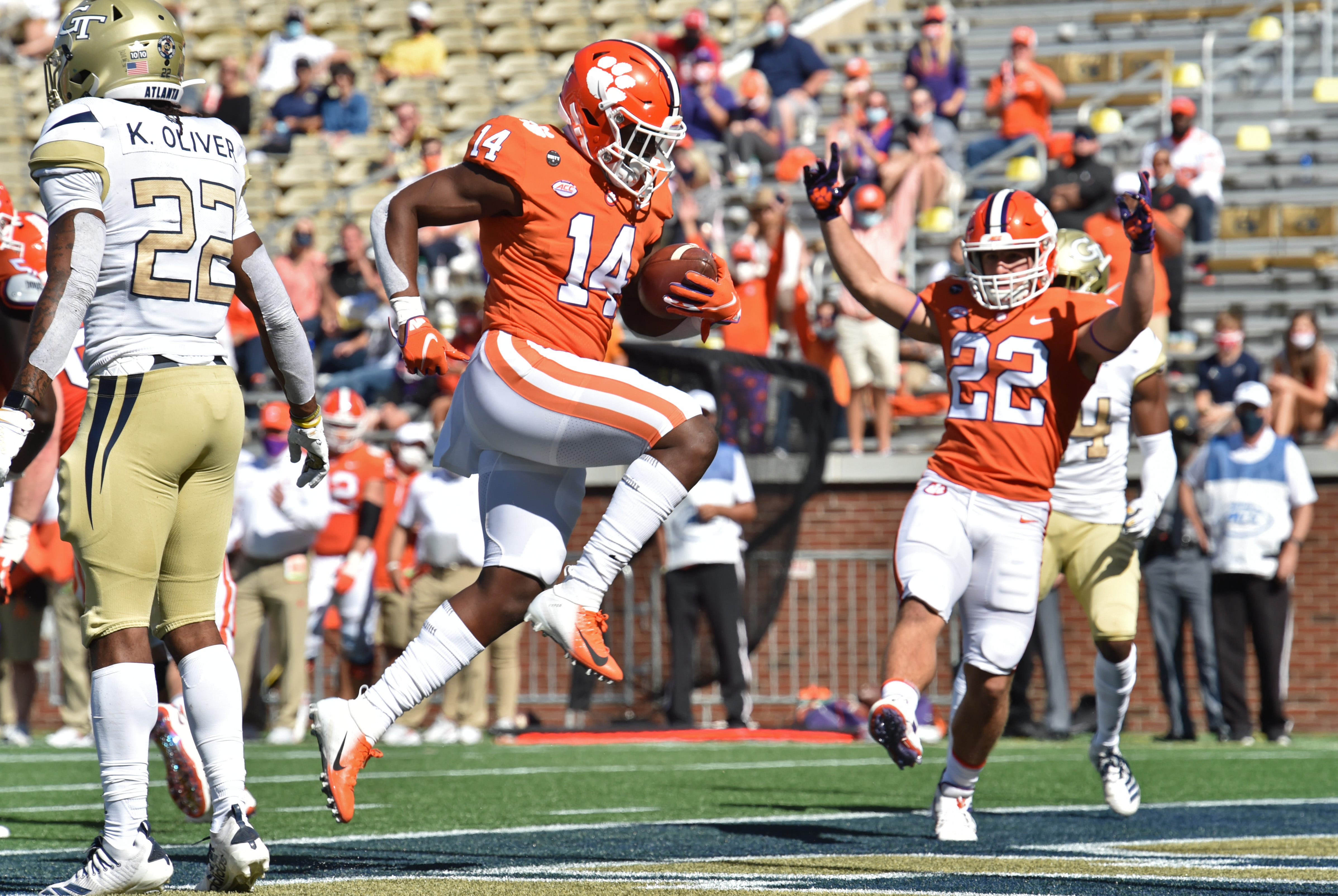 Clemson holds off Alabama for No. 1 spot in Amway Coaches Poll