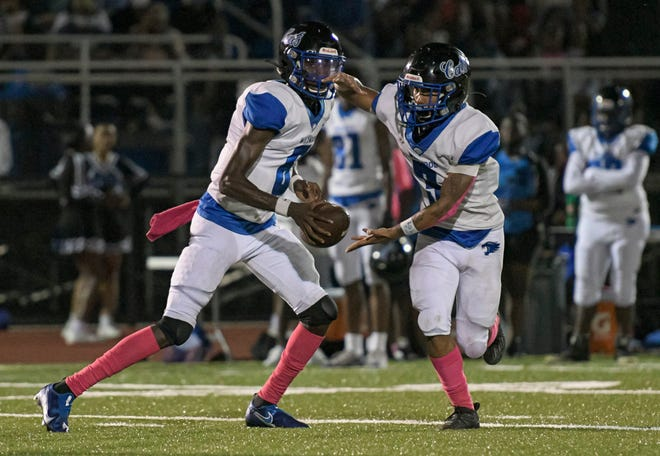 Wildwood quarterback Nate Mikell (6) hands off to Nate Rembert (3) during Friday's game against Mount Dora Christian Academyin Mount Dora [PAUL RYAN / CORRESPONDENT]