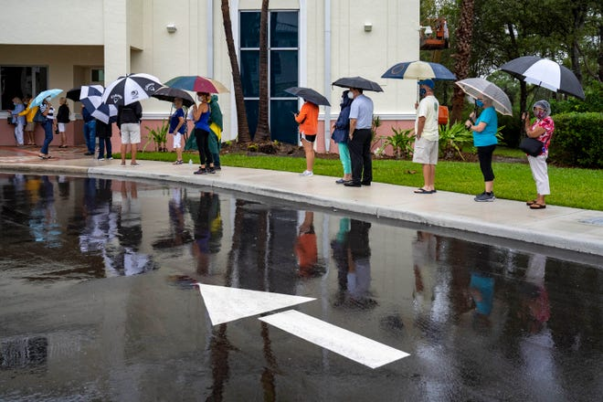 Voters wait in line to cast their ballots on the first day of in person early voting at the Jupiter Community Center in Jupiter, Florida on October 19, 2020. (GREG LOVETT / THE PALM BEACH POST)