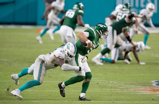 Dolphins defensive end Emmanuel Ogbah sacks Jets quarterback Joe Flacco during Sunday's game at Hard Rock Stadium.