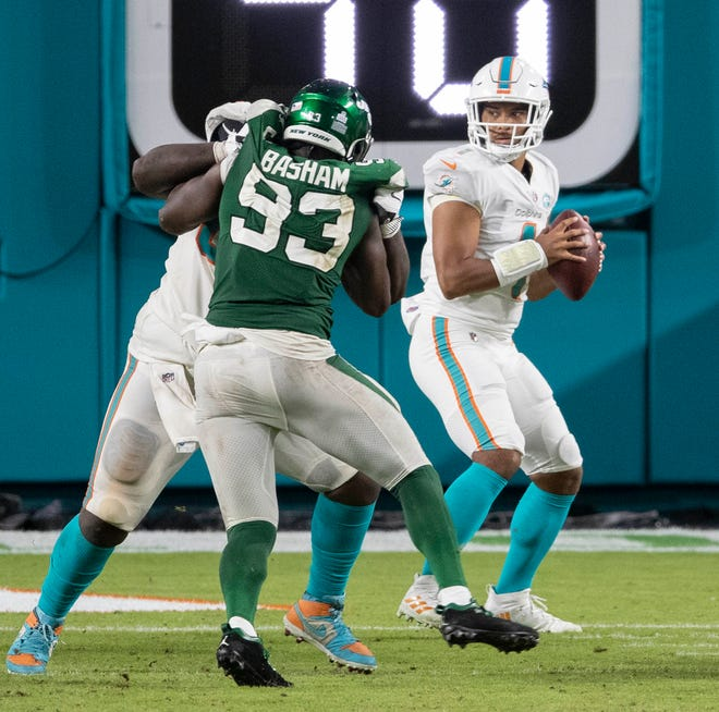 Dolphins quarterback Tua Tagovailoa drops back to pass against the New York Jets in his NFL debut Sunday. Tagovailoa is now the Dolphins' starter.