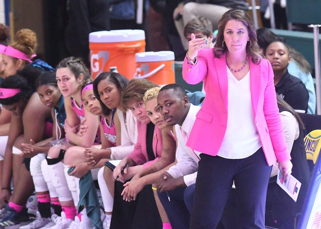 Coach Karen Barefoot talks to her team as UNCW took on James Madison Friday Jan. 17, 2020 at Trask Coliseum in Wilmington, N.C. [KEN BLEVINS/STARNEWS]