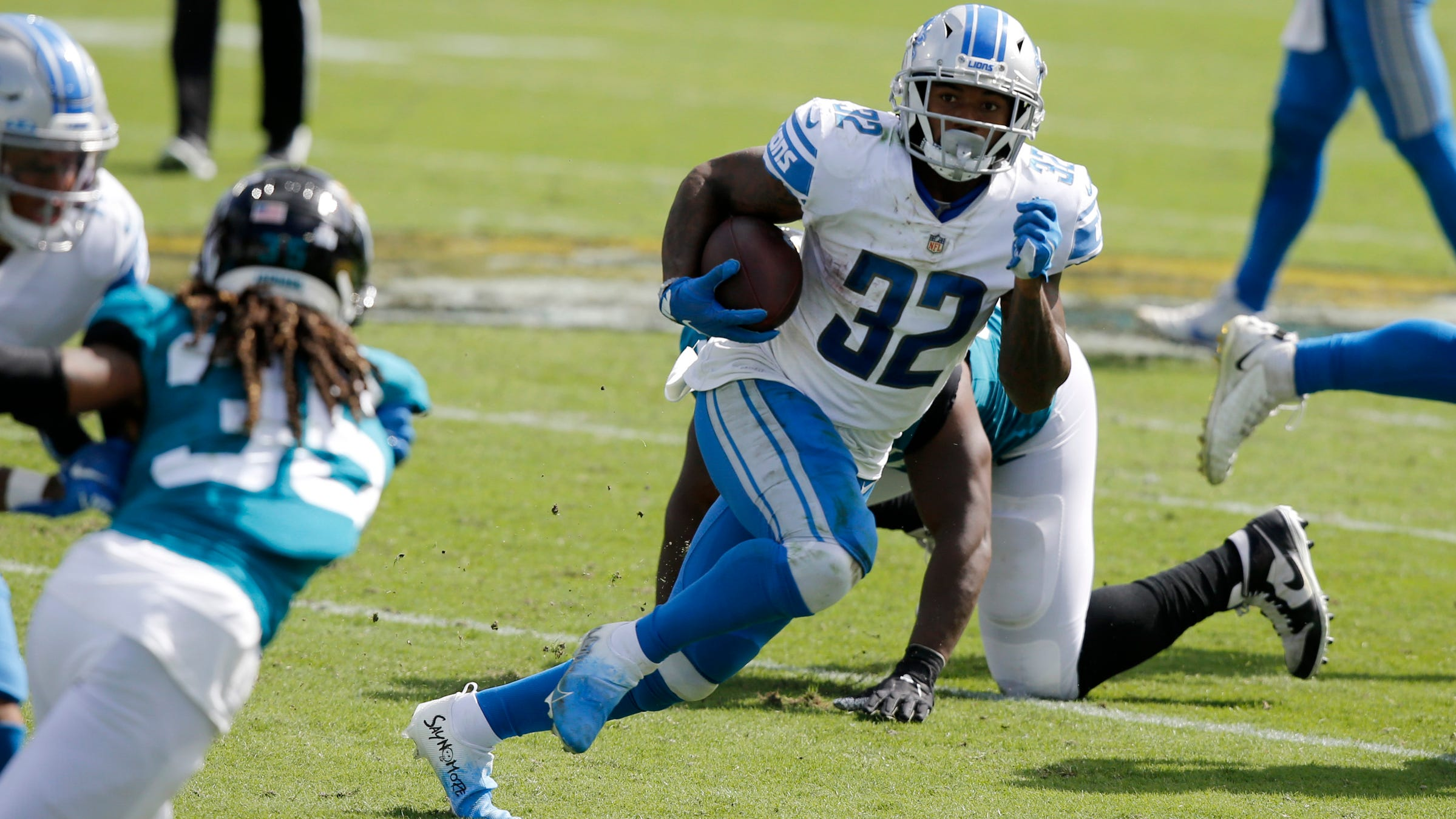 Detroit Lions running back D'Andre Swift runs the ball against the Jacksonville Jaguars during the second quarter Oct. 18, 2020, at TIAA Bank Field.
