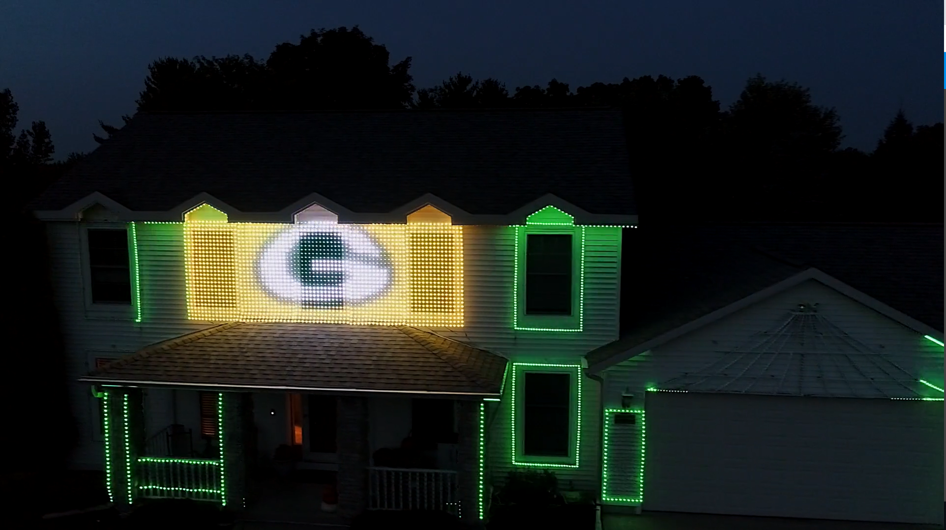 This Wisconsin home goes all out with a Packers light show