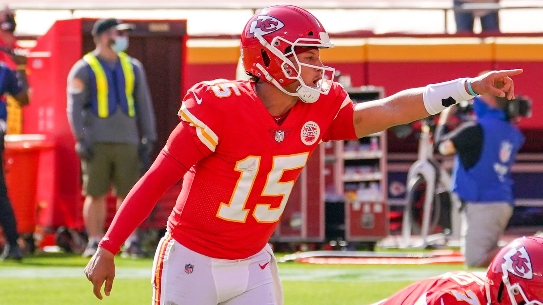 Chiefs-Bills matchup to feature prolific QBs and offenses