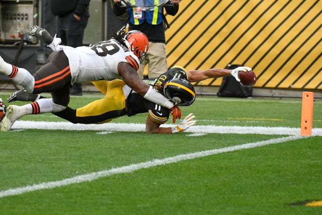 Pittsburgh Steelers wide receiver Chase Claypool (11) stretches, trying to score a touchdown past Cleveland Browns defensive tackle Sheldon Richardson (98) during the second half of Sunday's game in Pittsburgh. Claypool came up short but the Steelers scored on the next play, winning 38-7.