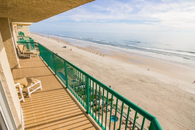 The private balcony is an ideal location to relax, watch the waves roll in and breathe the clean ocean air.