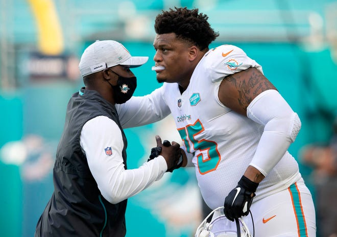 Miami Dolphins head coach Brian Flores with Miami Dolphins offensive guard Ereck Flowers (75) at Hard Rock Stadium in Miami Gardens, October 18, 2020.  [ALLEN EYESTONE/The Palm Beach Post]