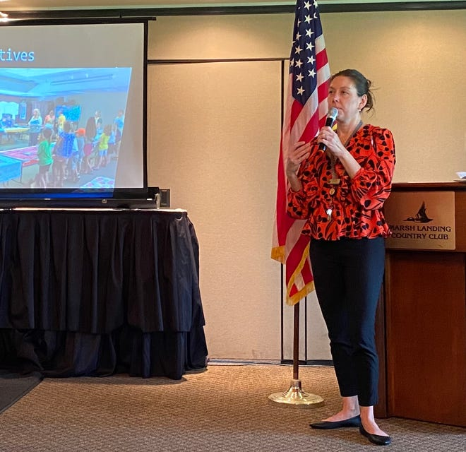 Amy Ring, general manager of the Ponte Vedra Beach Branch of the St. Johns Public Library, speaks to Newcomers Alumnae members.