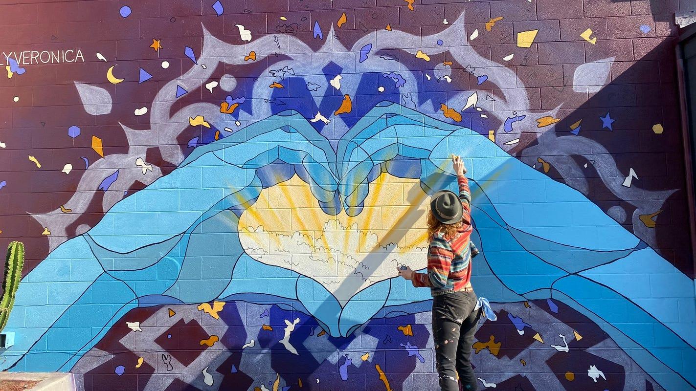 International muralist brightens Main Street in Ventura with new piece