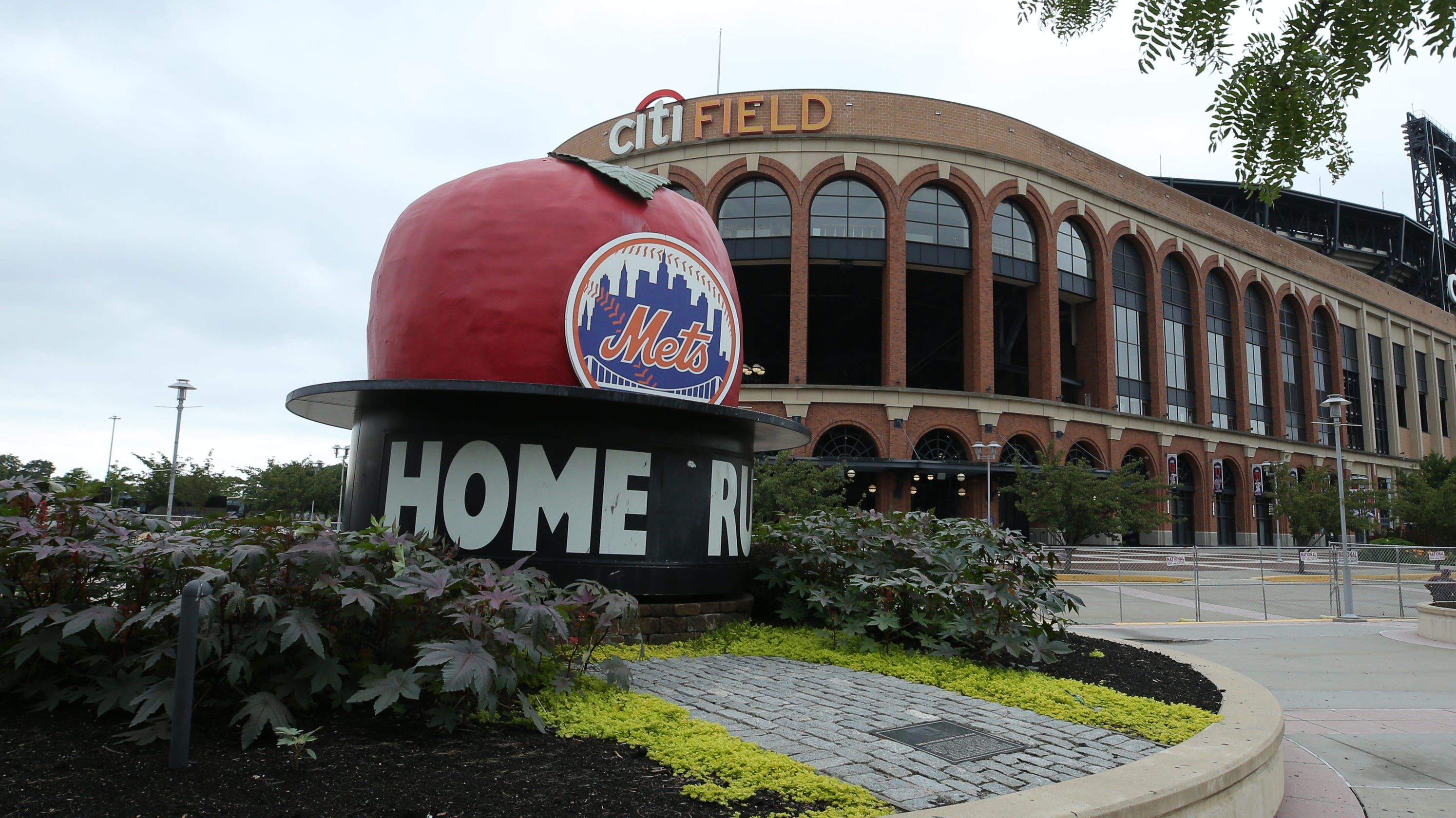 Mets' sale to Steve Cohen still has one hurdle to clear: New York City Mayor Bill de Blasio