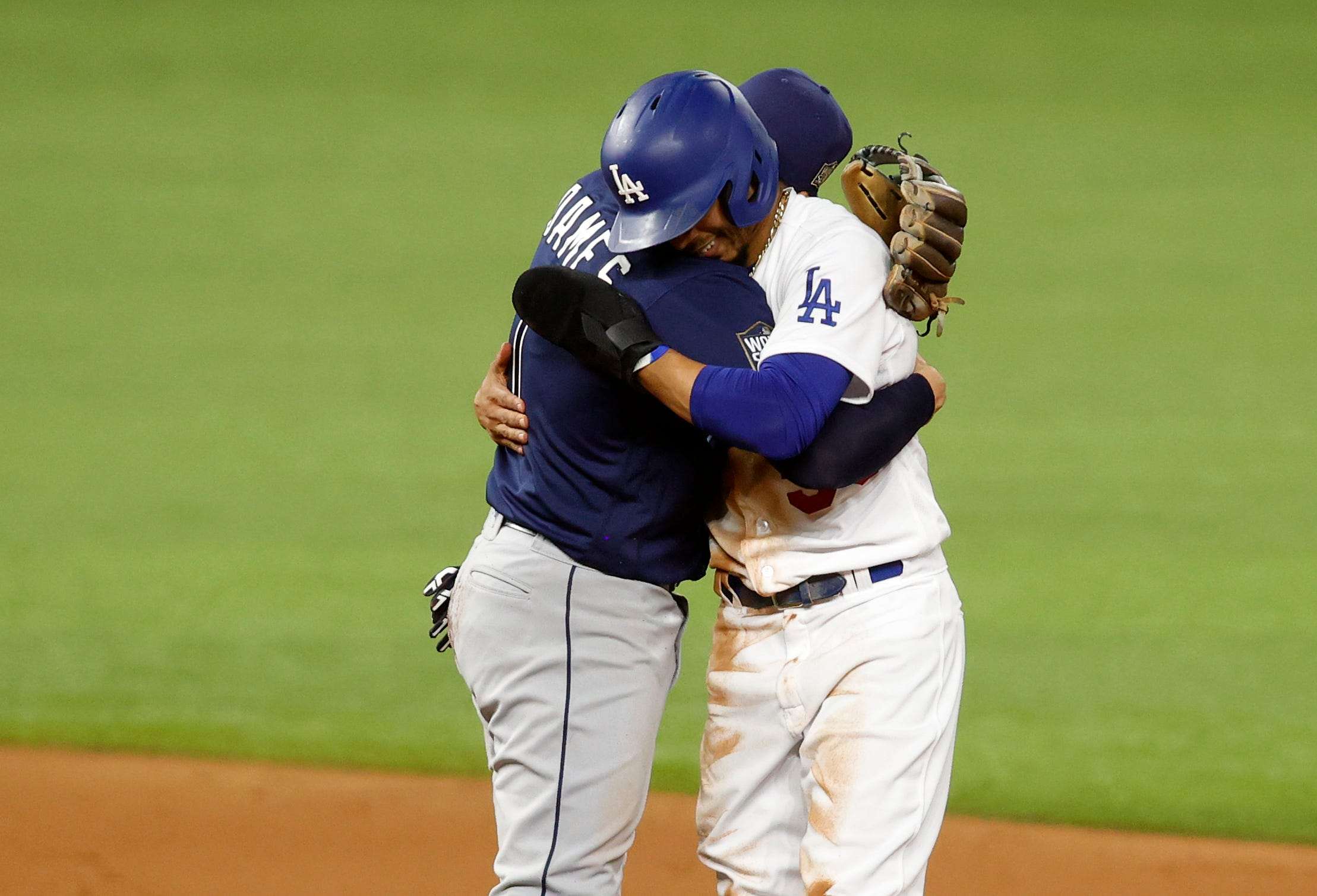 Free tacos! Dodgers' Mookie Betts (again) wins everyone Taco Bell with World Series stolen base