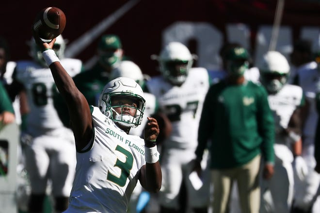 South Florida quarterback Jordan McCloud (3) throws a pass against Temple last week.