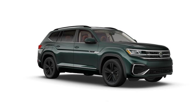 The 2021 Volkswagen Atlas SE R-Line welcomes seven passengers with headroom that can accommodate someone in an Abraham Lincoln top hat.