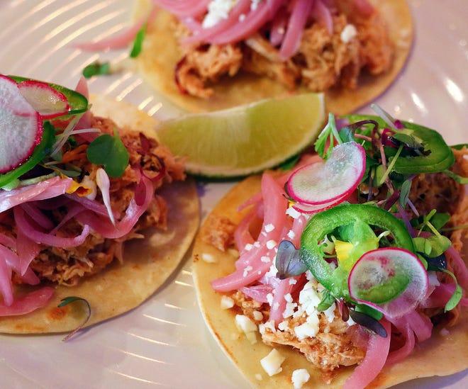 Ο El Melvin Cocina Mexicana στο κέντρο της Sarasota γιορτάζει την πρώτη του επέτειο με ένα ομαδικό πάρτι με ζωντανή μουσική και $ 2 tacos.