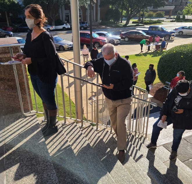 Voters line up outside the Tuscaloosa County Courthouse for Saturday voting, Saturday, Oct. 17, 2020. [Submitted Photo]